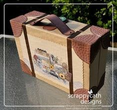 Scraps of Life: Packed for the Road - A suitcase album tutorial Doll Crafts, Diy Doll, Paper Crafts, Mini Albums, Cardboard Suitcase, Mini Album Tutorial, Mini Scrapbook Albums, Vacation Scrapbook, Home And Deco