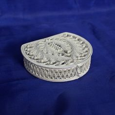 """шкатулка """"Зигзаг"""" Wire Jewelry, Jewelry Box, Bobbin Lacemaking, Rope Art, Arts And Crafts, Paper Crafts, Quilling Techniques, Silver Filigree, Casket"""
