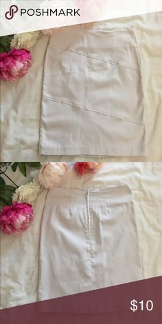 White Pencil Skirt size small. In new condition. Pencil Skirt. White Forever 21 Skirts Pencil