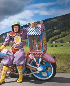 Grayson Perry and the Kenilworth on the Alpenstrasse, near Fussen, Germany, 2010 Grayson Perry, A Level Art, Wild Style, Gcse Art, High Art, Artist Life, Op Art, Fashion Pictures, Great Photos