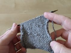 How to work German short rows — STUDIO MIRANDA Knitting Short Rows, Knitting Terms, Knitting Help, Vogue Knitting, Knitting Patterns Free, Free Pattern, Knit Purl Stitches, Fingerless Mittens, How To Purl Knit