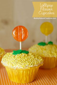 Lollipop Flower Cupcakes!  Easy decorations for a fun springtime treat!  These are easy enough for kids to help out with too~