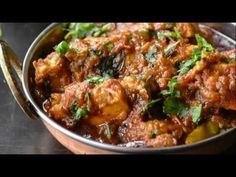 South Indian style chicken curry recipe packed full of spices and flavor. Madras chicken curry in 30 minutes Veg Recipes, Indian Food Recipes, Dinner Recipes, Cooking Recipes, Cheap Recipes, African Recipes, Easy Recipes, Recipies, Spicy Chicken Curry Recipes