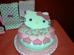 torta hello kitty corazones