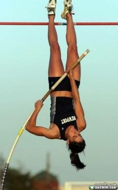 All sports fans will surely like this post I suppose, Enjoy beautiful photos of Allison Stokke in action! Allison Stokke is a champion pole-vaulter. Mo Farah, Allyson Felix, Oscar Pistorius, American Athletes, Female Athletes, Women Athletes, Usain Bolt, Pole Vault, Champions