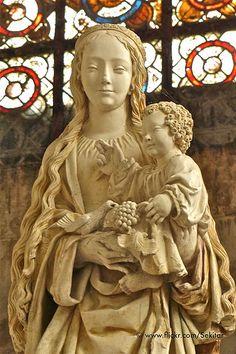 La Vierge au Raisin, 15e s., Basilique St-Urbain, Troyes, France