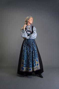 Folk Fashion, Vintage Fashion, Norwegian Clothing, Norwegian Fashion, Folklore, Frozen Costume, Beautiful Costumes, Folk Costume, Historical Clothing