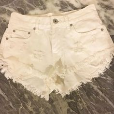 Bullhead high waisted shorts White frayed Bullhead Shorts Jean Shorts
