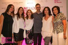 Invitados al evento con el diseñador Macario Jiménez.
