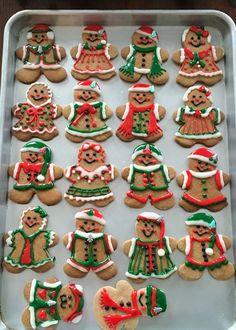 christmas cookies gingerbread Weihnachtspltzchen C - christmascookies Gingerbread Man Decorations, Easy Gingerbread Cookies, Christmas Gingerbread House, Christmas Sugar Cookies, Christmas Sweets, Christmas Baking, Decorating Gingerbread Cookies, Bolacha Cookies, Cookies Et Biscuits