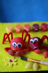 This fun activity makes use of pasta shells, paint, and glue make a crab while your child learns about this unique creature. Classroom Projects, Projects For Kids, Crafts For Kids, Arts And Crafts, Classroom Ideas, Art Projects, Pasta Crafts, Crab Crafts, Diy Crafts