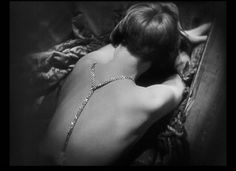 louise brooks - Google Search - The back of Louise Brooks haircut not commonly seen.
