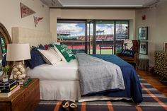 Your line drive views. - Get $25 credit with Airbnb if you sign up with this link http://www.airbnb.com/c/groberts22