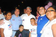 Norman Quijano futuro presidente de El Salvador visitando Barrio El Calvario, Usulután.
