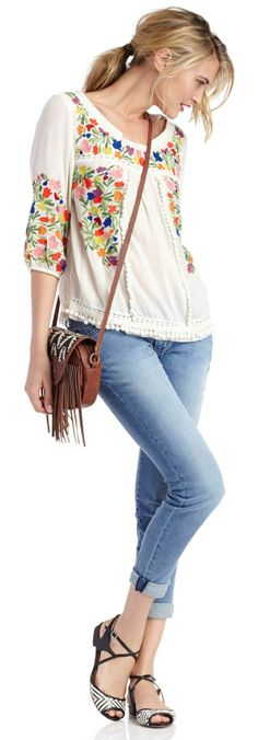 Love her floral top! #fashion