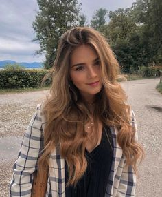 10 Biggest Spring/Summer 2020 Hair Color Trends You'll See Everywhere Hot Haircuts, Most Beautiful Faces, Beautiful Females, Gorgeous Eyes, Brown Blonde Hair, Trending Haircuts, Aesthetic Hair, Balayage Hair, Bronde Hair