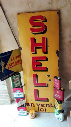 Plaque shell et leclanché, bidons esso, igol, castrol, antar, polaroil... Garages, Shell Gas Station, Old Gas Pumps, Old Gas Stations, Porcelain Signs, Metal Plaque, Spark Plug, Oil And Gas, Mineral Oil
