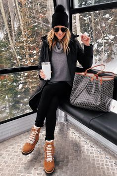 Fashion Jackson Wearing Black Beanie Black Puffer Jacket Grey Turtleneck Sweater Winter Boots Winter Outfit Telluride Gondola Source by fashion_jackson fashion Winter Outfits For Teen Girls, Casual Winter Outfits, Winter Fashion Outfits, Autumn Winter Fashion, Outfit Winter, Snow Outfits For Women, Winter Style, Winter Boots For Women, Best Snow Boots Woman