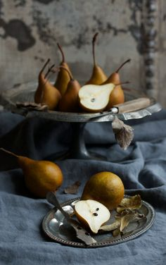 Fruit photography vintage food styling 30 ideas for 2019 Fruit And Veg, Fruits And Veggies, Superfood, Vegetables Photography, Dark Food Photography, Vintage Recipes, Vintage Food, Vintage Wine, Vintage Silver