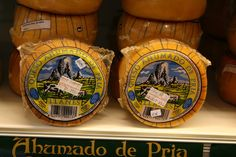 Queso Ahumado de Pria (smoked cheese) from pasteurized cow-and-ewes milk, Llanes, Asturias. Photograph by Gerry Dawes©2009 / gerrydawes@aol.com / http://www.gerrydawesspain.com