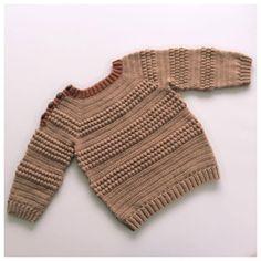 Str: 1 (2) 3 (4) Opskriften er beskrevet i 4 størrelser, men ved brug af to garntykkelser, kan der fås 8 størrelser Tyndt garn: Str 1 = 6 – 12 mdr (str 2 = 12 – 18 mdr) str 3 = 18 – 24 mdr (str 4 = 2 -3 år) Garnforslag: Cool wool baby fra Lana Grossa, yaku fra Camarose, Sommeruld fra Camarose, anina fra Filcona, Mer