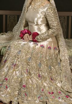 i love clothes Muslimah Wedding Dress, Nikkah Dress, Shadi Dresses, Pakistani Formal Dresses, Indian Gowns Dresses, Pakistani Dress Design, Asian Bridal Dresses, Bridal Mehndi Dresses, Asian Wedding Dress