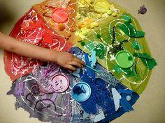 Arcobaleno in materiali riciclati