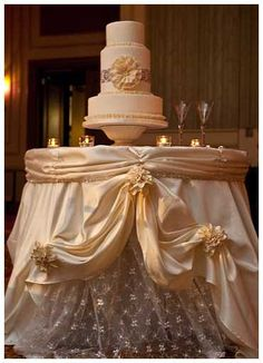 Here are some stylish wedding cake table decorations. The key to a successful wedding cake table decoration is to complement with the wedding cake. Wedding Cake Table Decorations, Wedding Cake Display, Diy Wedding Cake, Unique Wedding Cakes, Beautiful Wedding Cakes, Rustic Wedding, Wedding Ideas, Table Wedding, Wedding Reception