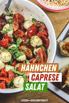 Hähnchen Caprese Salat Delicious low-carb salad recipe that really fills you up! Perfect for losing Poulet Caprese, Ensalada Caprese, Caprese Salat, Caprese Chicken, Chicken Meals, Easy Dinner Recipes, Easy Meals, Dinner Ideas, Evening Meals