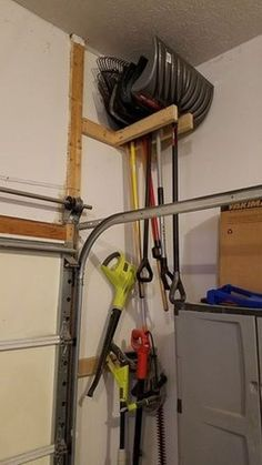 Creative Hacks Tips For Garage Storage And Organization 1 Garage Organization Tips, Garage Storage Solutions, Diy Garage Storage, Garden Tool Storage, Storage Hacks, Shed Storage, Hidden Storage, Storage Systems, Bedroom Storage