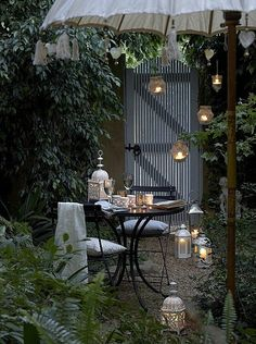 Romantic! (and I like the green wall for privacy)
