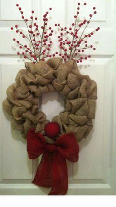Creative ways unique diy rustic christmas ornaments ideas for christmas tree 6 – fugar Burlap Crafts, Wreath Crafts, Diy Wreath, Wreath Ideas, Wreath Burlap, Wreath Making, Holiday Wreaths, Holiday Crafts, Winter Wreaths