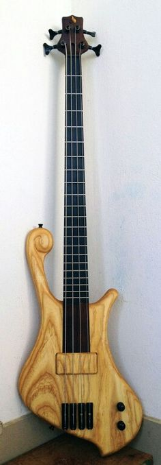 Prometeus Guitars 4 stringer.