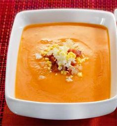 Salmorejo Cordobés, a thick tomato soup that is served cold, somewhat akin to gazpacho. Spanish Recipes, Spanish Food, Gazpacho, Tomato Soup, 20 Min, Chilis, Chowders, Soup And Salad, Soups And Stews