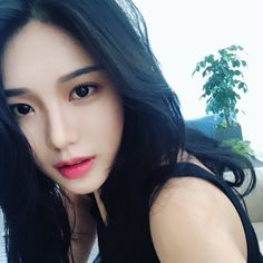 Pinterest: @lavindale97 World Most Beautiful Woman, Beautiful Asian Girls, Ulzzang Korean Girl, Asia Girl, Aesthetic Girl, Girl Face, Alter, Girl Pictures, Girl Hairstyles