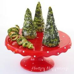 I love these green pesto crescent roll Christmas trees because they are standing. It's the simple things! Make Christmas tree appetizers HERE at Hungry Happenings. Christmas Tree Food, Christmas Appetizers, Christmas Desserts, Christmas Brunch, Christmas Pretzels, Reindeer Christmas, Christmas Cooking, Xmas Party, Christmas Holiday