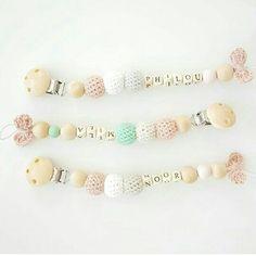 Speenkoord @lifeoflijnonline op instagram Teething Beads, Teething Necklace, Crochet Bebe, Diy Crochet, Crochet Pacifier Clip, Baby Barn, Baby Teethers, Kids Jewelry, Everything Baby