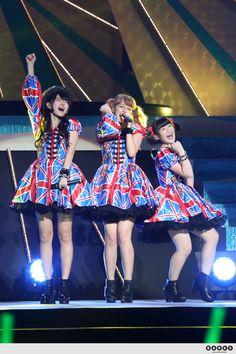 Buono! (Airi Suzuki, Miyabi Natsuyaki and MomokoTsugunaga) @ Budokan 2014. Photo by barks.jp