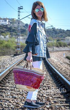 Capazo de pétalos rojos de cuero y chaleco denim pintado a mano #Straw basket bag #Beach bag #Ibizabag #Hippiestyle #un #bohochic #bohostyle  #Bohéme # #Style #Hippie #Gypsy #Ethnic #Gypsystyle #Fashion #Ibizastyle #Étnico #Fashiondesigner #lolitaylola #yolandafaguilera #loliteando. #strawhandbag #camisola #camisole #denim #cazadora #cazadoravaquera #capazo #boholifestyle #strawhandbag www.tendenciaslolitaylola.blogspot.com Síguenos en el Facebook de Lolitaylola Boho Chic. También en…