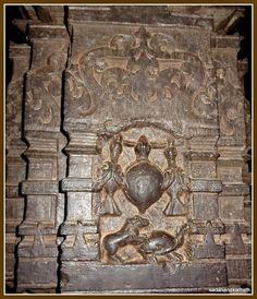 This carvings on one of the inner pillars  of Sabha Mandap is based on Panchtantra story of a tortoise wishing to fly with the help of two birds to his side.