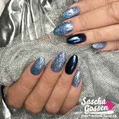 Bling and Shiny. CND™ SHELLAC™ Digi-teal with Lecenté glitter and Black Pool with Quartz powders. #naildesigns #nailstagram #nailswag #fashion #nails2inspire #cnd #cndshellac #cndworld #cndeducationambassador #cndnederland #sascha #saschagossen #lecente #laprofilique #mirror #quartz #shellac #nails #nailpro #nailart #glitter @cndnederland @cndworld @laprofilique @lovelecente @bibisnaildesign