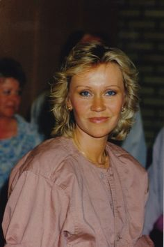 Iconic Agnetha drop dead gorgeous in 1984