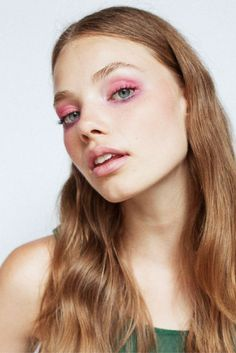 How To: Soft, iridescent, colorful eye makeup inspired by the 70s