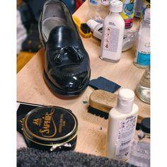 royal_gloss Вот и сентябрь друзья, а вместе с ним и прилагающаяся погода. Приносите нам свою обувь: подготовим, защитим, почистим. #shoes #sotd #instashoes #shoeselfie #shoestagram #shoesoftheday #shoeshine #shoecare #menswear #menstyle #boss #menshoes #krasnodar #gentleman #gentlemanstyle #mirrorshine #gq #мск24 #shoeslover #glacage #gqstyle #nofilter #мужскойстиль #krd #aldenshoes #loafers #alden #chopchopkrasnodar #saphir #saphirpolish 2016/09/05 14:46:11
