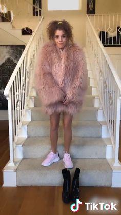TikTok: funny short videos platform - Funny And Healthy Funny Video Memes, Funny Short Videos, Stupid Funny Memes, Funny Tweets, Pastel Outfit, Dance Moms, Videos Kawaii, Adult Comedy, Gymnastics Videos