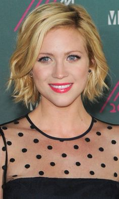 Brittany Snow attended the Much Music awards, wearing the medium Lauren Joy earrings.