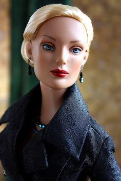 Regina Lux Eterna | Delicately lit, Regina's beauty comes across loud and clear | Regina Wentworth