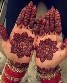 Here are 20 exclusive and beautiful Karva Chauth Mehndi designs. These Mehndi designs depict the beautiful bond that the life partners share Circle Mehndi Designs, Round Mehndi Design, Indian Mehndi Designs, Beginner Henna Designs, Mehndi Designs Book, Mehndi Designs 2018, Modern Mehndi Designs, Mehndi Design Pictures, Bridal Henna Designs