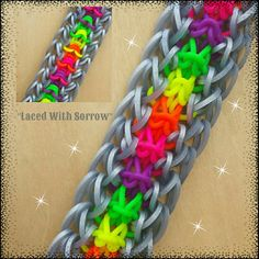 "This is a hooked design. No loom needed. *Zuzu* New ""Laced With Sorrow"" Bracelet/How To Tutorial Crazy Loom Bracelets, Rainbow Loom Bracelets Easy, Loom Band Bracelets, Rainbow Loom Bands, Rainbow Loom Charms, Friendship Bracelets, Rainbow Loom Animals, Rainbow Loom Patterns, Rainbow Loom Creations"