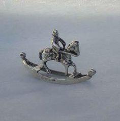 "Hollandse miniatuur   ""hobbelpaärd ""      2e geh. zilver"